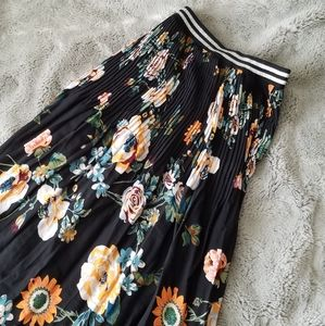 NWOT Ava & Liv 4X Black Flowy Floral Skirt